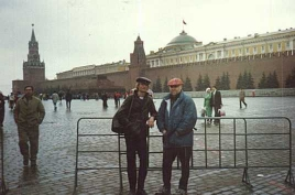 Tim Hodgkinson and Ken Hyder in Moscow